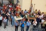 006-i_santi_rientrano_in_chiesa.jpg